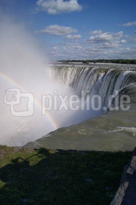 niagarafalls with rainbow