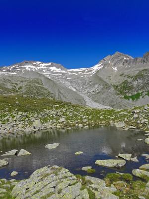 Bergsee im Hochsommer