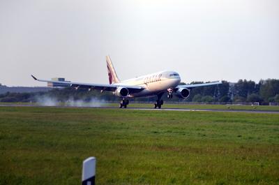 Qatar Airways landing