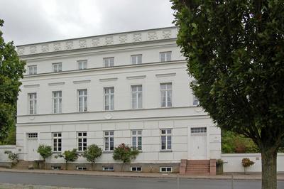 """Putbus auf Rügen - die """"weißen"""" Gebäude am """"Circus"""""""