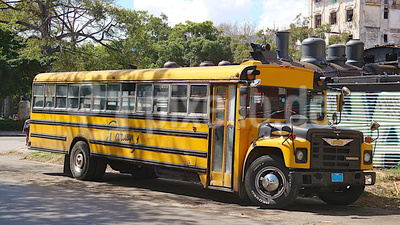 Alter USA Schulbus auf Cuba