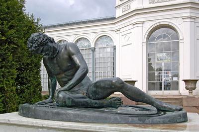 """Der """"sterbende Gallier"""" vor der Orangerie im Schlosspark zu Putbus"""