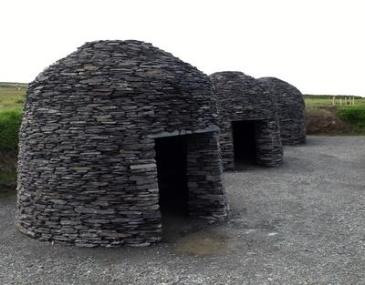 Hütten von Michael Skelligs in Irland