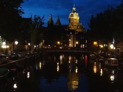 Amsterdam, Blick zur St Nikolaskirche