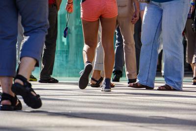 Sommer-Touristen_neutral nur Beine