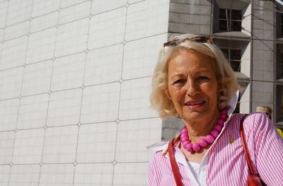 Seniorin in Paris - La Defense_1