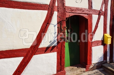 Rotes Fachwerk, grüne Türe