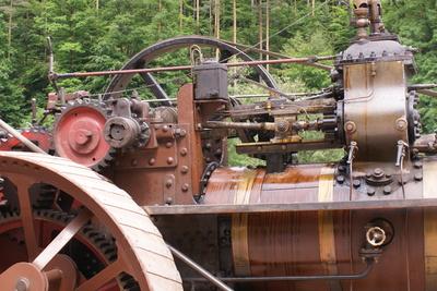 alte schmierige Traktortechnik
