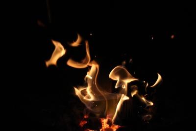 Hüttenfeuer in der Kota