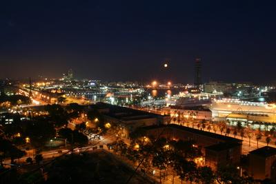 Hafenbereich Barcelona bei Nacht