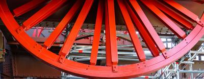 Aufzugs-Antrieb im Eiffelturm_rot