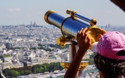 Paris - Ausblick vm Eiffelturm mit Fernrohr