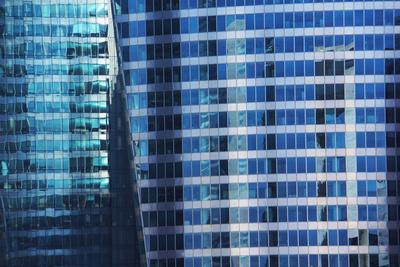 Gläserne Bürohaus-Fassade