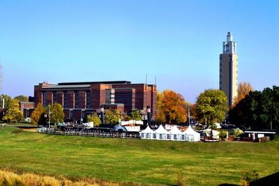 Magdeburg; Stadthalle und Aussichtsturm