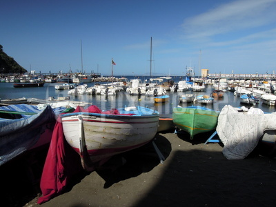 Boote im Hafen von Sorrent