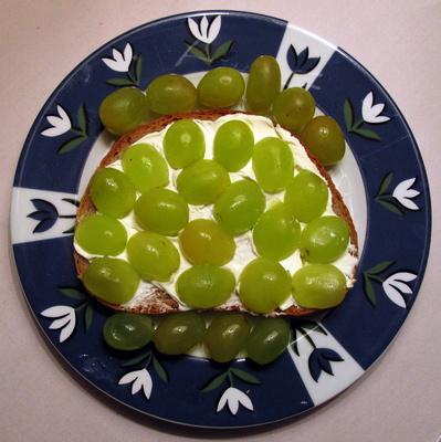 Lecker belegt mit Weintrauben