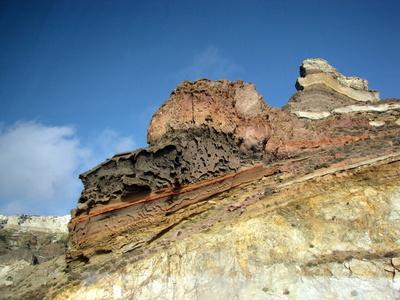 Sehenswerte Felsformation auf Santorini