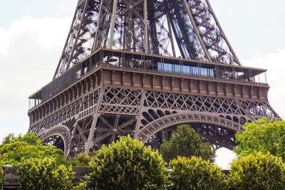 Eiffelturm - Basis mit erster Etage