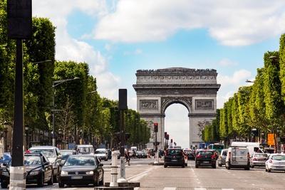 Champs Elysees mit Arc de Triomphe
