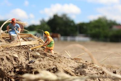 Modelleisenbahnfiguren in der Landwirtschaft