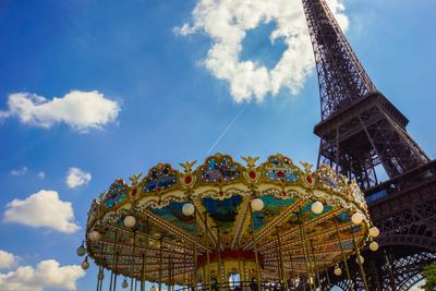 Vergnügen auf und unterm Eiffelturm