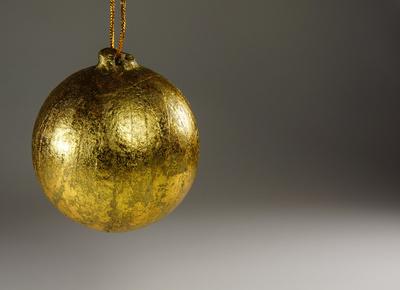Goldene Weihnachtskugel 1