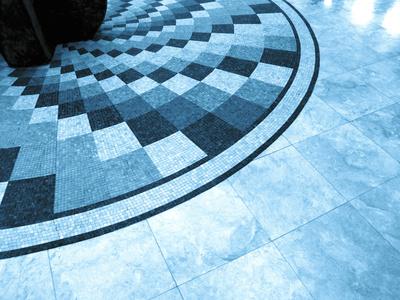 kunstvoller Marmor- und Fliesenboden_blau