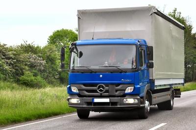 Lastwagen nauf der Strasse