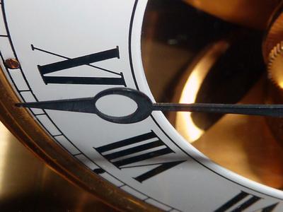 Zeit ist das, was man an der Uhr abliest.    A. Einstein