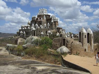 Das sinnfreie Schloss von Zé do Monte
