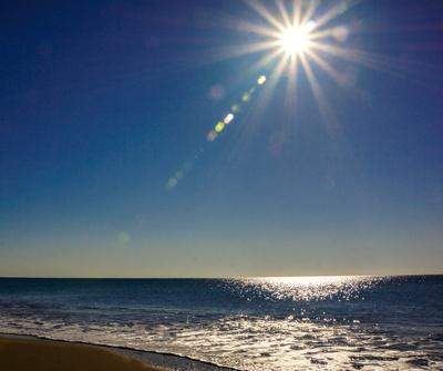 Meeresglanz und Sonnenstrahlen