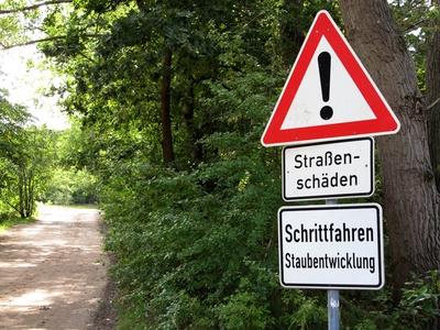 Vorsicht! - Schlechte Straße!