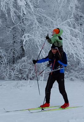 Transport müder Skiläufer