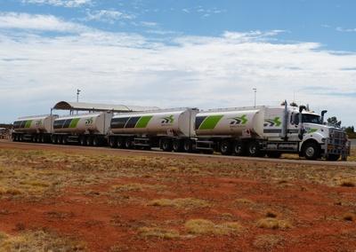 Road train im Outback