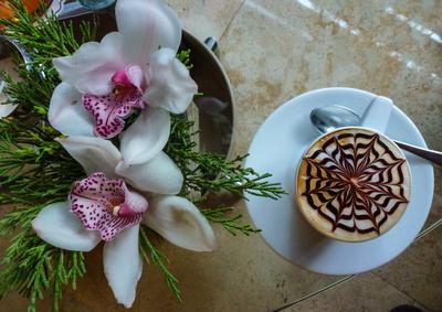 Blumige Einladung zum Cappuccino