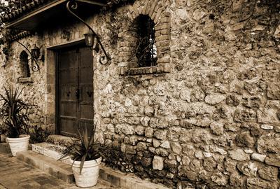 Das Tor in der Mauer