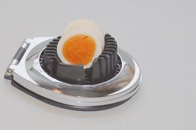 Ei im Eierschneider