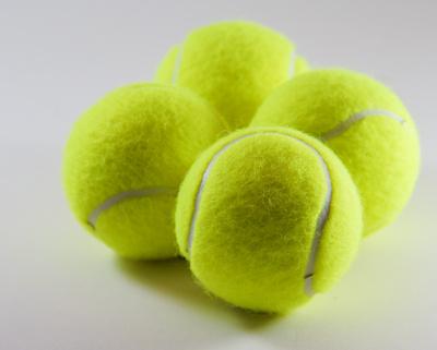 Vier Tennisbälle_1