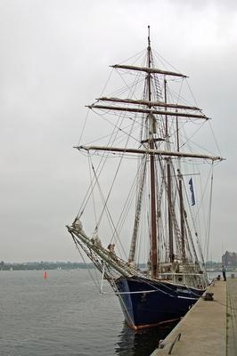 """Segelschiff """"Santa Barbara Anna"""" im Rostocker Stadthafen"""
