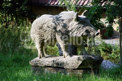 steinernes Wildschwein