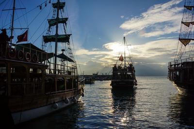 Ausflugsboote im Hafen von Antalya