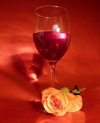 Weinglas mit Rose