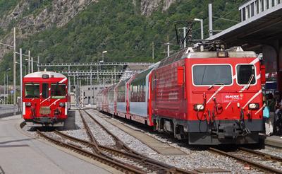 Glacier Express vor der Abfahrt