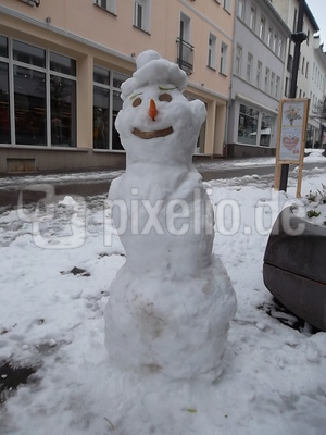Schneemann mit Schneehut