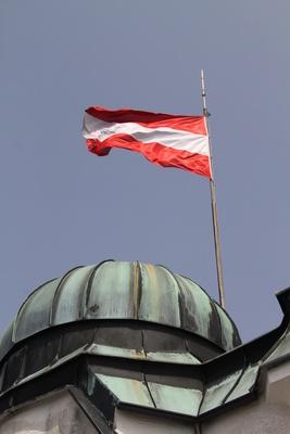 Österreichfahne auf dem Dach der Sternwarte Kremsmünster_2