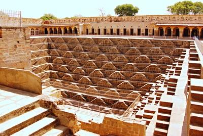 Der Stufenbrunnen Chand Baori in Abhaneri  2