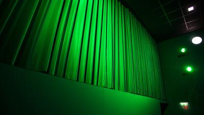 Kino-Vorhang grün seitlich