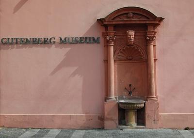 vor dem Gutenberg-Museum