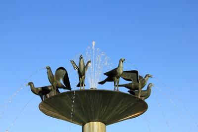 Brunnen mit Vogel