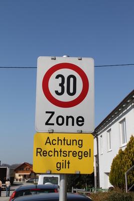 Tempo 30-Zone, Rechtsregel